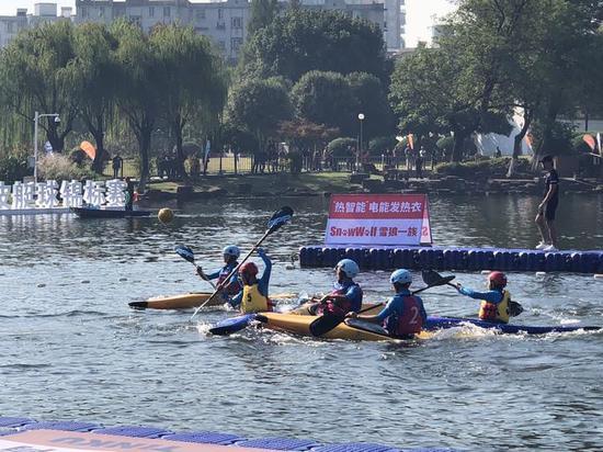 昨天(10月13日)上午8点,宁波月湖边上呐喊声此起彼伏。