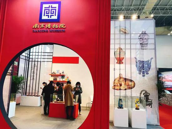 """南京博物院也非常值得一看哦,慈禧书房""""大雅斋""""的精美瓷器不容错过。"""