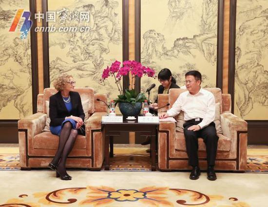 第八届中国智博会今天在甬召开 郑栅洁会见中外来宾