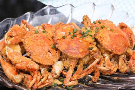 图为一市青蟹美食