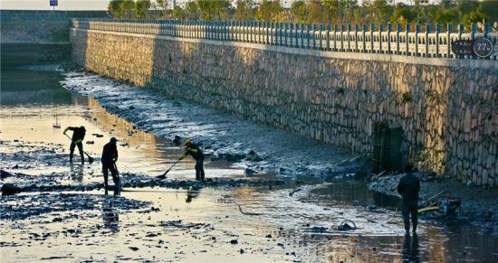 图为宁海开展全域治水工作