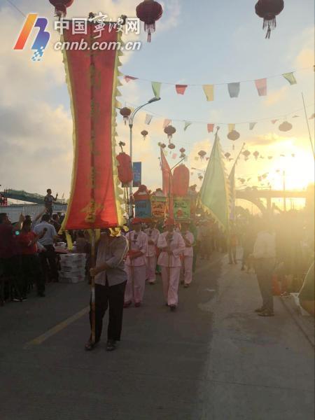 千人宴开始前的民俗表演