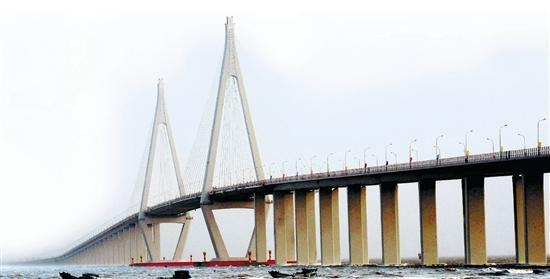 杭州湾跨海大桥雄姿。 新华社发
