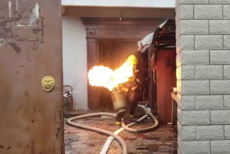 北仑出租房煤气瓶着火 女租户错误举动让火越烧越大