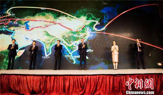 图为丝路联盟国际商务MOOC开发中心启动 李佳赟 摄