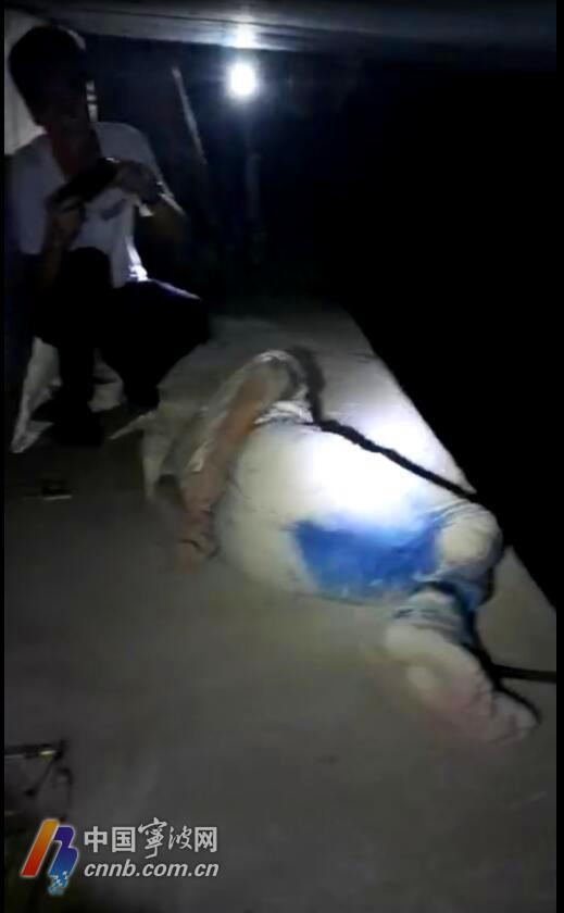 """当晚,警方终于找到了桥洞下的""""受害人"""""""