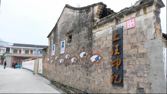 图为古建筑修缮墙面。