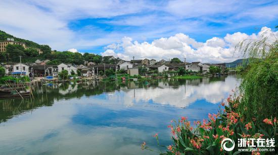 2018年8月26日,浙江省宁波市东钱湖山青水秀,景色迷人。