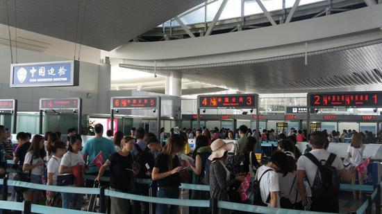 杭州萧山机场实现30分钟内通关 出入境将不再排长龙