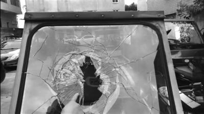 贴了防爆膜后,玻璃碎裂后不太容易飞溅