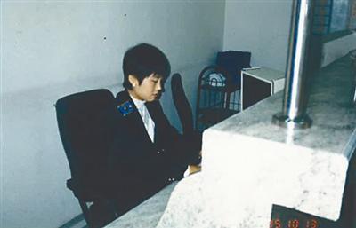 上世纪90年代,在售票处工作的张红。