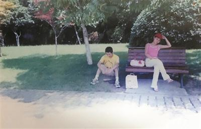 14年前小胡和老婆在西湖边的合影