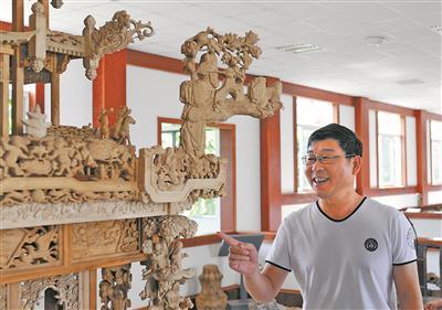 国家级非物质文化遗产传承人陈盖洪介绍万工花轿