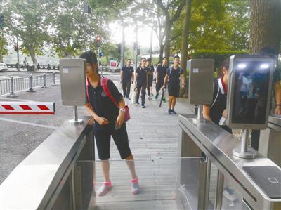 宁波二中智慧校园又添新武器 刷脸进校很炫酷很安全