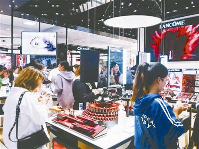 甬城的百货商店开启双11促销活动。