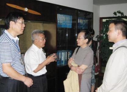 (张立同(右二)、王玉明(左二)两位院士在伏尔肯考察)