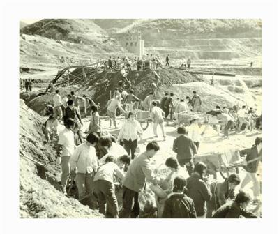 当年群众参加横溪水库建设。