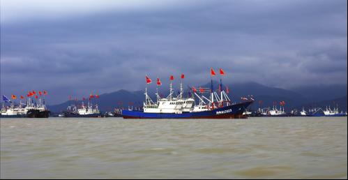 图为出海捕捞渔船