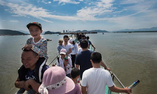 奉化莼湖的翡翠湾海洋公园投用两年来,已经成为宁波休闲渔业的新亮点。