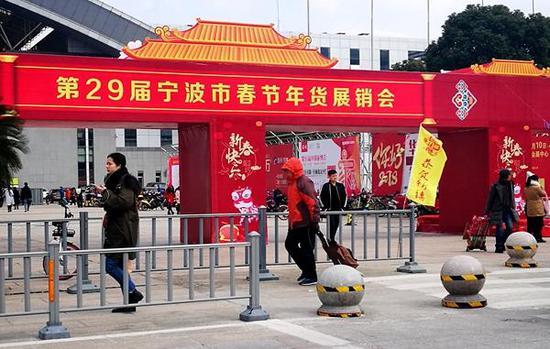 距离春节还有一个月不到,去哪找价廉物美的年货呢?