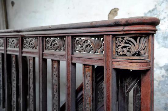 ▲成房内的雕花楼梯