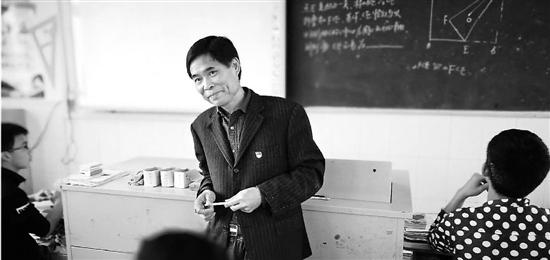 54岁的数学老师何荣林