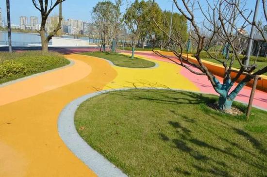 甬姚江南岸滨江休闲带部分开放 为市民提供休闲场地