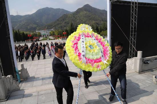 青少年祭英烈学党史活动在四明山革命烈士陵园举行