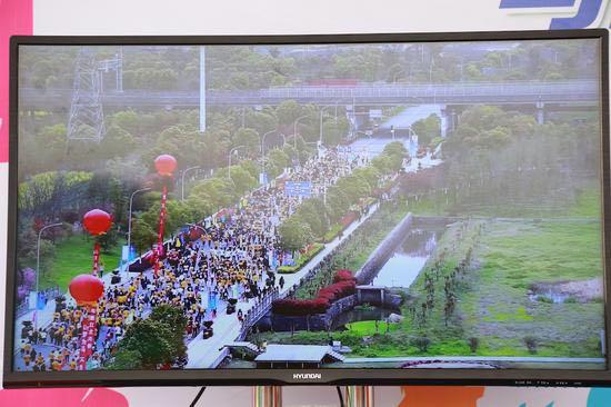 通过移动5G网络将4K超高清视频传输到电视上。主办方供图