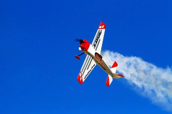 东海蓝湾航空音乐节咸祥举行 全国各地的航模人才汇聚