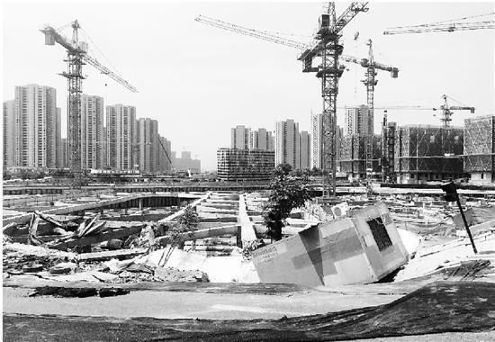 杭州200余平方米路面塌陷:路边工地基坑支护体断裂