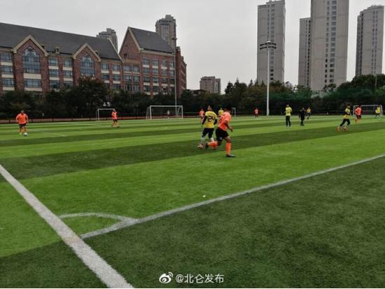 北仑举办宁波市足协杯足球赛 全市各地20支球队参赛