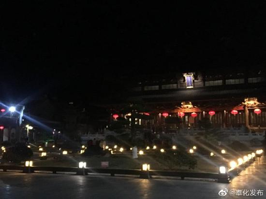 奉化雪窦寺敲响新年祈福钟声 市民与游客齐聚一堂
