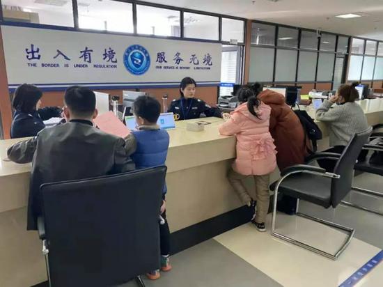 宁波出入境办证迎来高峰 春节间各办证网点暂停受理