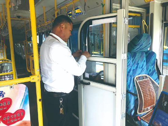 象山为多班公交车装上安全门 保障行车安全