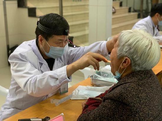 宁波市第一医院眼科在洞桥镇卫生院开展义诊活动