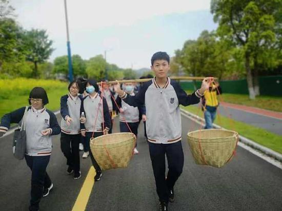 中考前北仑300名学生徒步25里 这项传统已持续20年