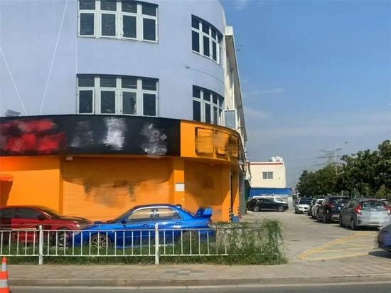 宁波交警在追查一辆涉嫌非法改造车辆时发现了这家改装店