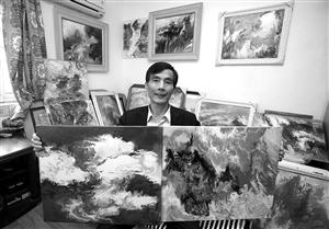 吴国恩展示他的抽象画作品