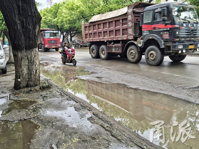 大庆北路雨天一身泥
