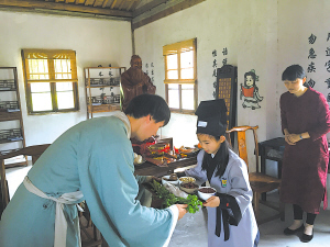 图为学生在慈城半浦园体验国学教育。
