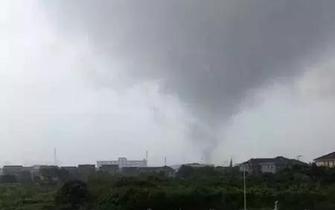 余姚昨遭龙卷风袭击 房屋受损多车被砸