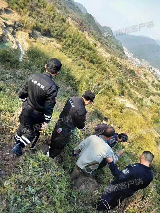患白内障宁海老人上山砍柴迷路 半天后在山顶被找到
