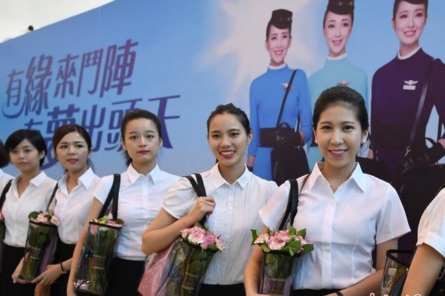 准空姐们参加入职仪式 颜值都超高