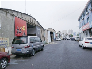 原来的仓库已被改成店面,消防隐患严重