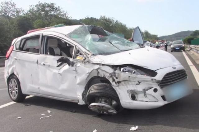 宁波一女子躺司机腿上睡觉遇追尾被甩出车外