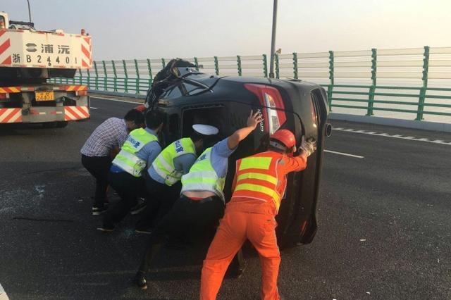 甬一司机疲劳驾驶导致追尾 撞击后翻车又连续旋转