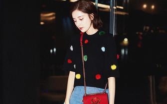 娜扎启程米兰时装周 机场演绎另类毛球时尚