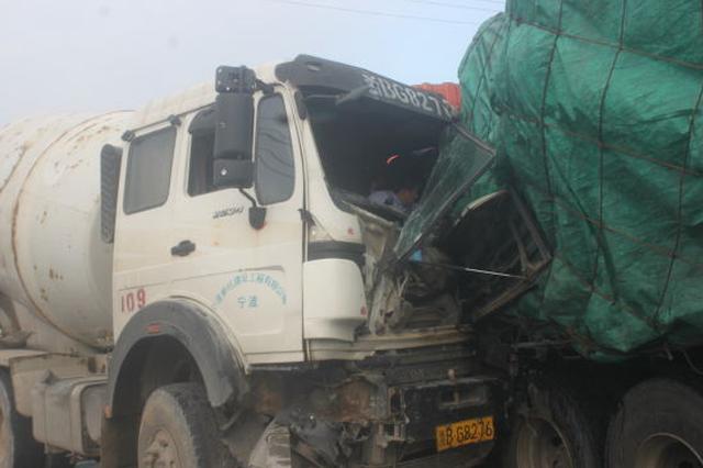 34省道宁波段发生一起两车相撞事故 消防紧急救援