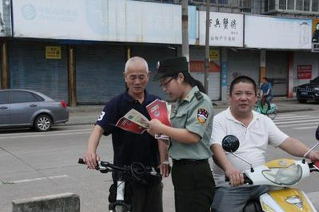 宁波大榭消防大队街头巷尾宣传防火知识送平安